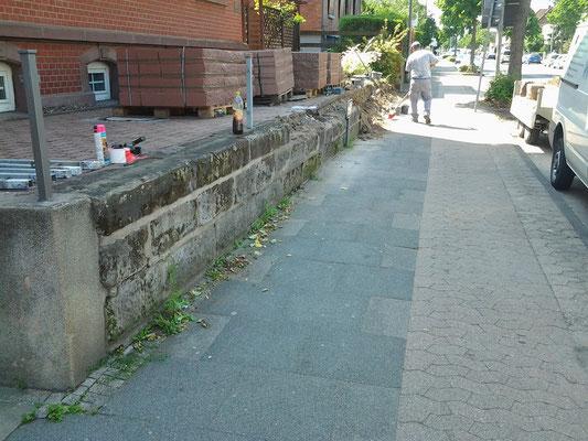 Sandsteinmauer - vorher