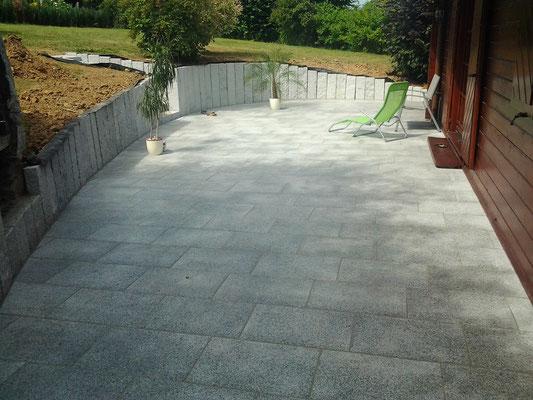 "Terrassenplatten und Stelen aus Granit ""Padang-hell"" Nr. 2"