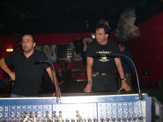 Gregoire, sound and Ripsi, Lights, Black Bomb A live in Yverdo, May 2009