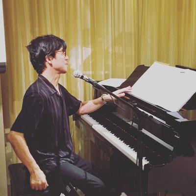 エキシビションではピアノで二曲歌いました(2)
