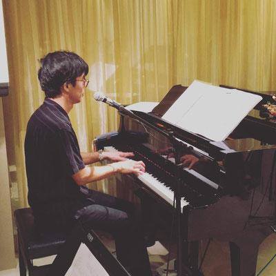 エキシビションではピアノで二曲歌いました