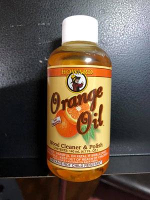 何かと便利なオレンジオイル。 ギターのネックのクリーニングはもちろん、エレアコのボリューム等のツマミのベタつきもこれを布につけてゴシゴシすれば綺麗に落ちるし、いい匂い。レモンオイルもいいけど僕はオレンジオイルが落ち着くね〜