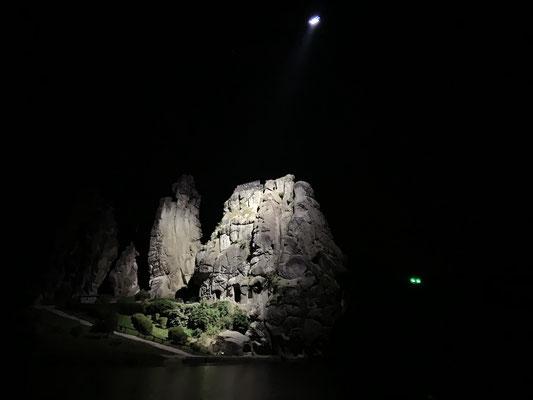 Lichtdrohne und Inspire 2 X7 Terra X Deutschland bei Nacht