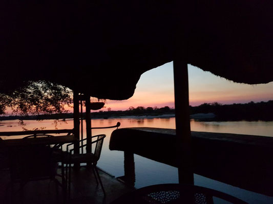 Sundowner am Kavango