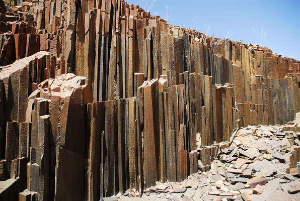 Gesteinsschichten horizontal an die Oberfläche geschoben
