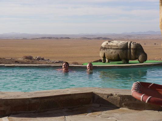 Erfrischung auf Rostock Ritz Desert Lodge