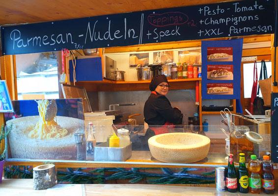 Weihnachtsmarkt Spittelberg Parmesan Nudeln