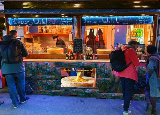 Weihnachtsmarkt Spittelberg Parmesan Nudelhütte