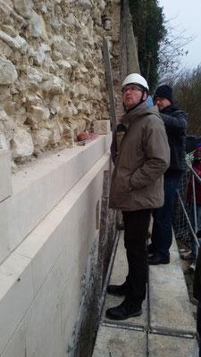 Visite des services de monuments historiques UDAP80 (DRAC) au château de Picquigny