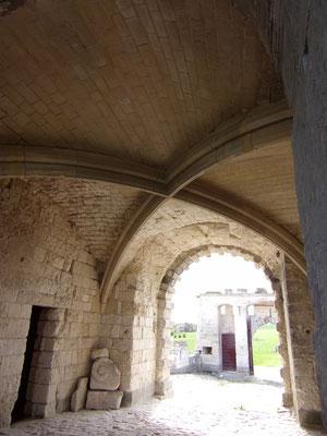 Château de Picquigny, le passage voûté. Photo Damien Maupin