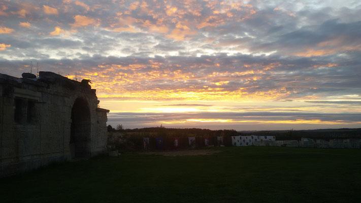 château de Picquigny visite insolite aux flambeaux, couché de soleil