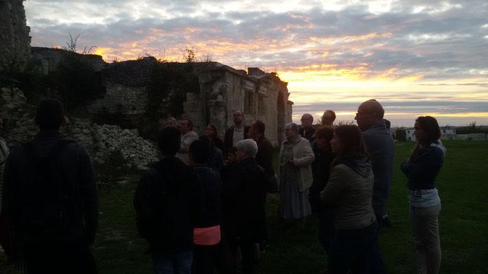 château de Picquigny visite insolite aux flambeaux, début de visite au couché de soleil
