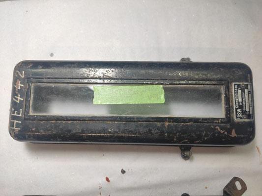 Ein alter Stromzähler wird restauriert