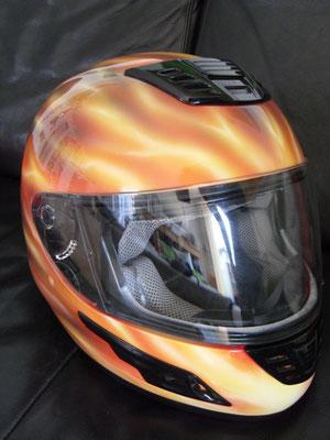 Feuerdesign Airbrush auf Helm