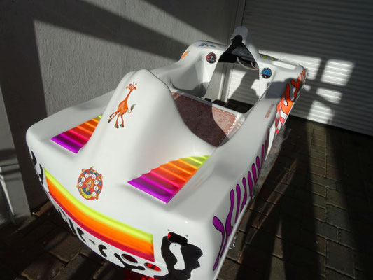 Kiddy Car mit Leuchtfarbe