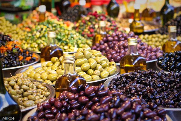 Carmel-Markt mit Oliven...