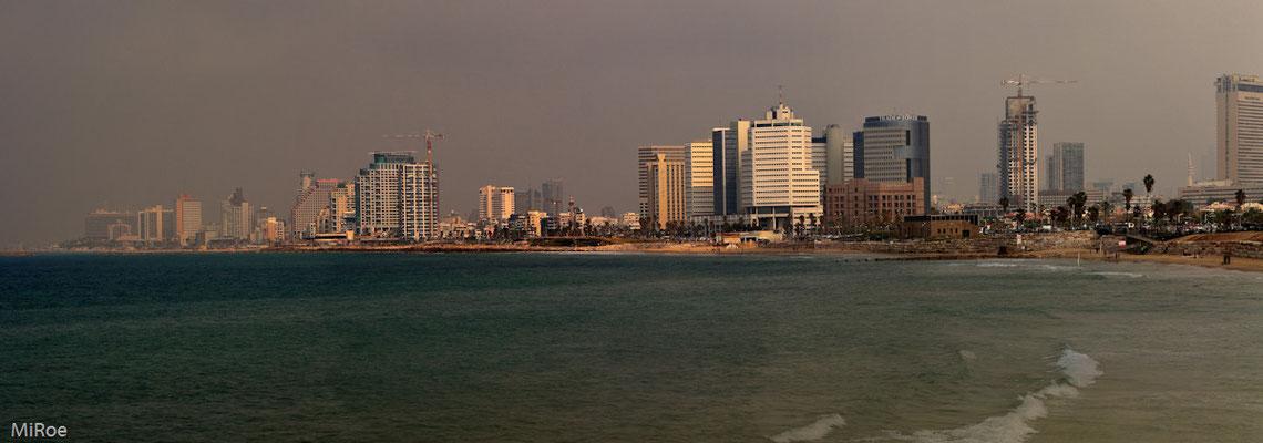 Diesige Sicht auf Tel Aviv