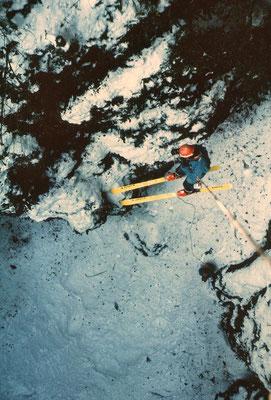 Ski souterrain - Gégé dans le P30 du gouffre des Corbeaux - Bélesta - Ariège