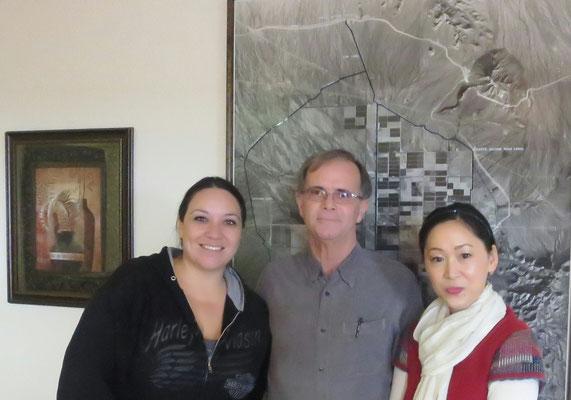♔ 現地ホホバ管理者 所長リックさん(中央)サラさん(左)渡邊さゆり(右)