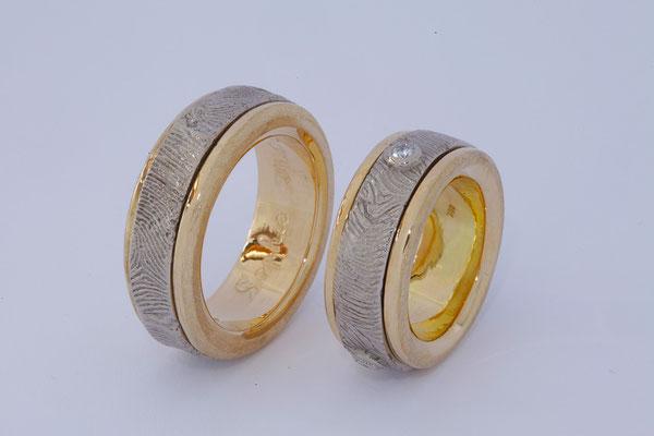 Alliances or jaune, intérieur en or blanc tournant, empreintes digitales des clients et 3x diamants