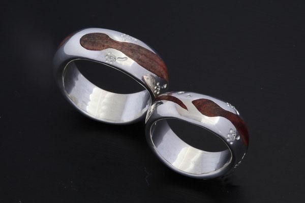 Alliances argent et bois de rose avec 3 diamants,motif gecko