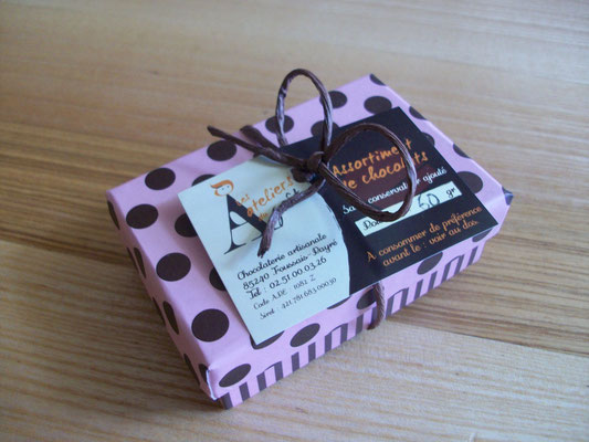 Boîte à pois, 60 g de chocolats > 5,50 €.