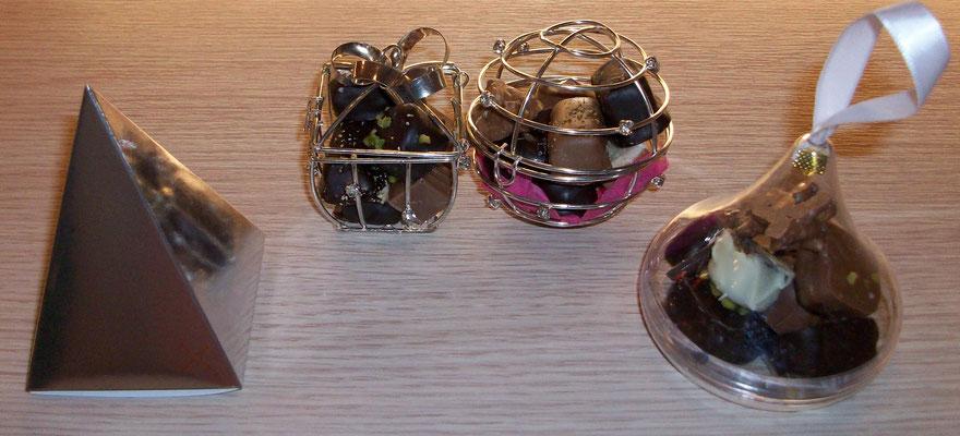 Pyramide argentée, 44g, 3,90€ / Cadeau métal, 32g, 4,60€ / Boule métal, 54g, 5,60€ / Goutte transparente 64gr, 5,30€