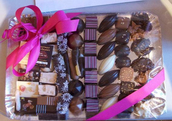 Plateau de chocolats ou biscuits et chocolats, entre 22 € et 35 €.