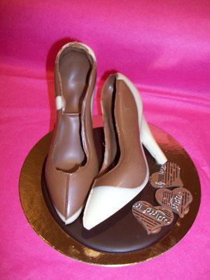 Chaussure(s) à talon tout chocolat (sur commande), à partir de 4,50 €.)