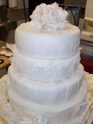 Le gâteau de mariage à l'anglaise