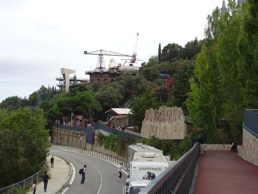 Der Vergnügungspark an den Berg gebaut