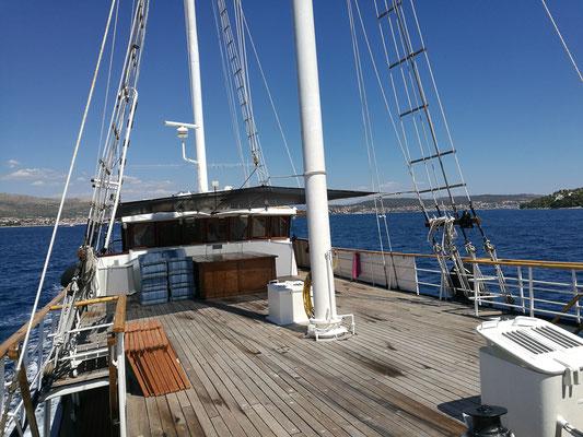 An Deck unserer Kapetan Kuka