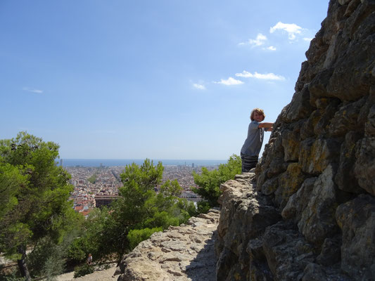 Oben im Park Güell gibt es ruhige Orte mit herrlichem Blick