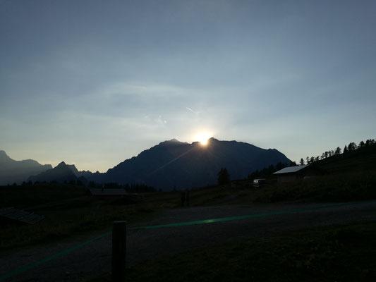 Sonnenuntergang hinter dem Watzmann.