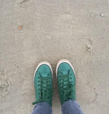 Es geht nichts über passendes Schuhwerk am Strand
