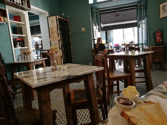 Am Morgen jeden Tag in ein anderes Café.... die Auswahl ist verlockend