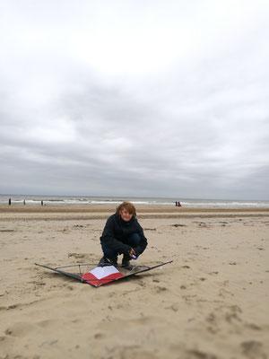 Alles fertig für den Flug - mit neuem Drachen und in Nordwijk aan Zee
