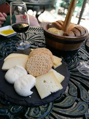Käse, Brot und Portwein - Herz was brauchst du mehr....