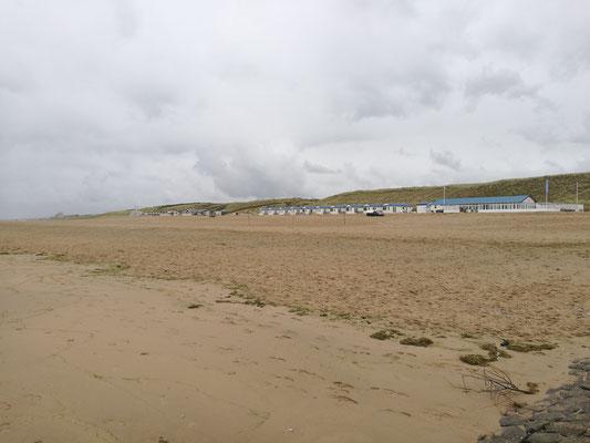 Ein paar der vielen Strandhäuser mit Strandrestaurant