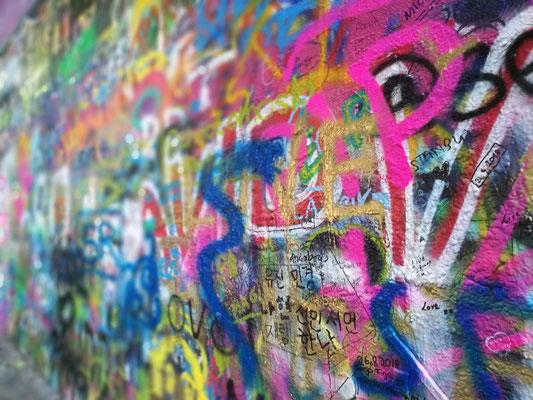 Die berühmte Graffitti-Wand auf der Kleinseite