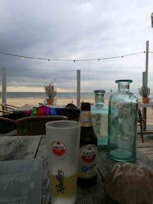 Erste Strandbar in Scheveningen - ab sofort der schönste Sport: Strandbar-Hopping