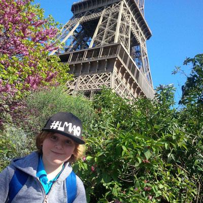 Paris - Eiffelturm nur von unten - dem Herrn waren die Touristenmassen zu viel!