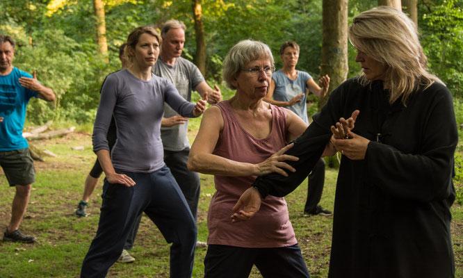 Tai Chi im Wald 1 - Centrum für Tai Chi, Qi Gong, Yoga und Körperarbeit