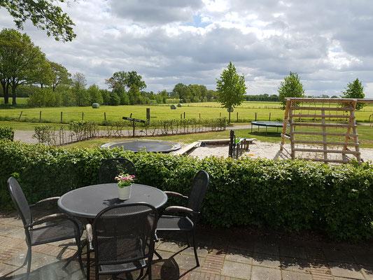 Morene Hoeve - terras op een mooie zomerdag