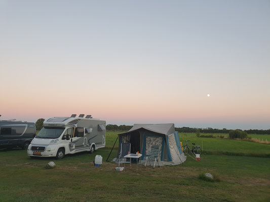 Morene Hoeve - camping in maanlicht