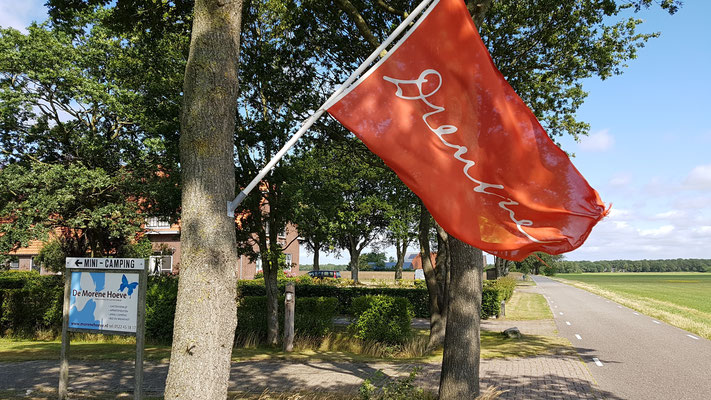 Morene Hoeve - rode vlag Drenthe