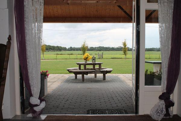 Morene Hoeve - zicht vanuit de terrasdeuren