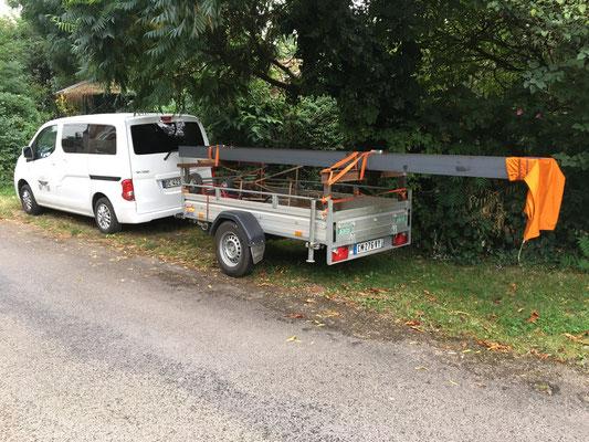 Transporter une poutrelle de 5 mètre de long et 250 kg... cela demande un peu de préparation... © Michel LAURENT (MichL)