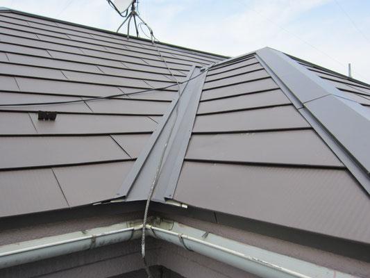 ガリバニウム鋼板を重ねて改修した屋根