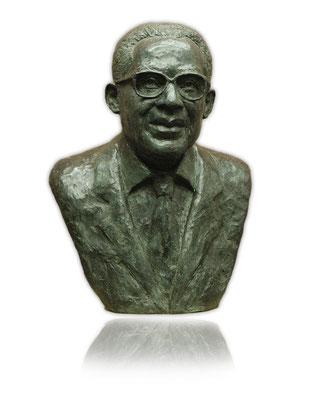 Buste en bronze d'Aimé Césaire en Martinique, sculpteur Langloÿs
